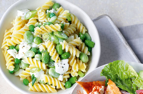 A fresh and creamy pasta salad that the whole family will enjoy: broadbeans, peas, mozzarella, and fusili with a spring onions, garlic, cream and lemon dressing. This dish has a certain springtime oomph and would also work well at a barbecue as a side.